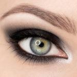 """Klasyczny makijaż typu """"smoky eyes"""" krok po kroku"""