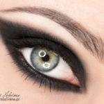 Makijaż: Kocie oko – Anja Rubik